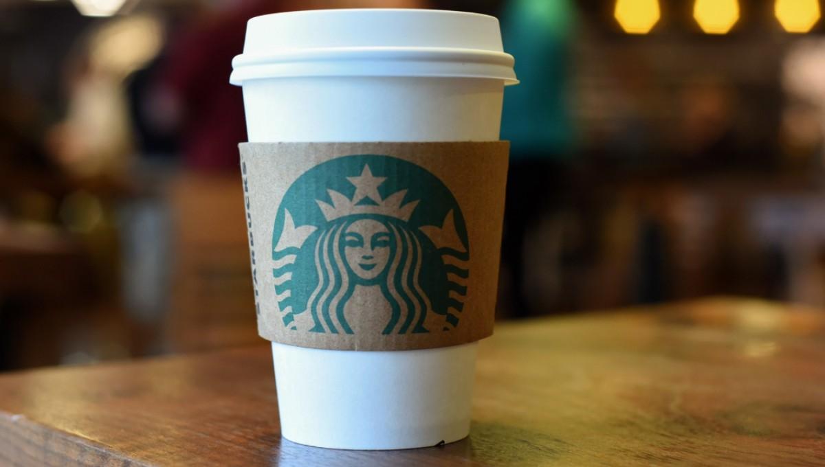 Starbucks: Café Grande GRATIS para Trabajadores de la Salud y Personal de Primeros Auxilios