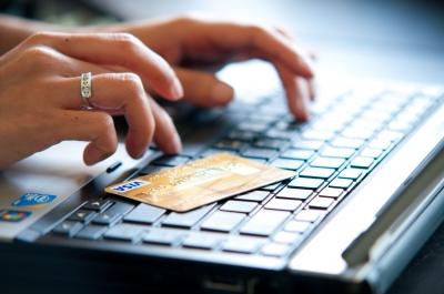 ID-10072293 Estas ahorrando cuando compras por Internet?